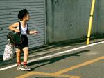Junge auf der Straße