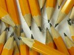 Viele Stifte die zueinander zeigen