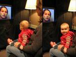 Baby vor einem Bildschirm