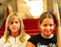 2 Mädchen im Rathaus