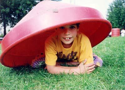 Junge auf der Wiese